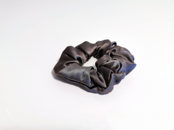 svilena elastika za lase siva