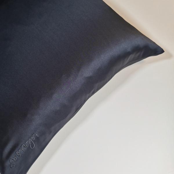 ogljeno črna svilena prevleka za vzglavnik